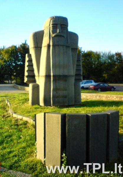 perkuno-statula
