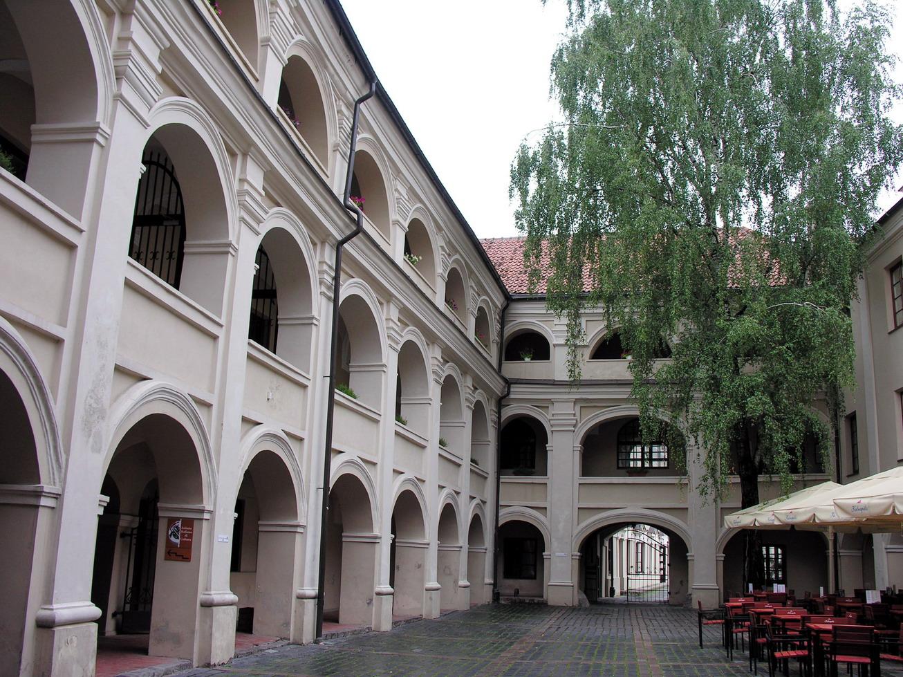 Vilnius._Alumnatas,_2006-08-10